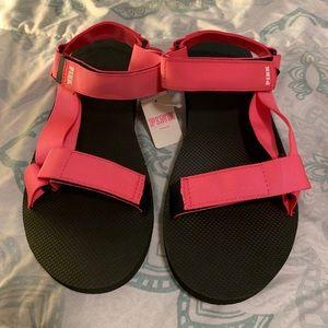 PINK strappy sandals 🤩